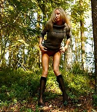 Exciting blonde cutie goes into bushes for a piss