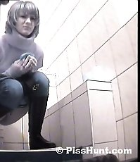 Blonde get unlucky to pee in spycammed toilet