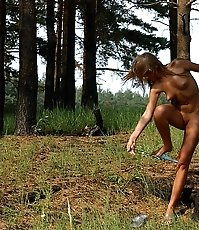 Blonde nudist cutie goes into bushes for a piss